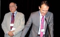 À gauche, Jean-Paul Louis, PU-PH, ancien doyen de la faculté de Nancy, félicité par Bernard Schweitz, président de la SOP.